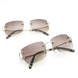 Vintalge Square gafas de sol rojas hombres Glassses marco para las mujeres de moda gafas de sol para hombre accesorios especiales al por mayor desde fabricantes