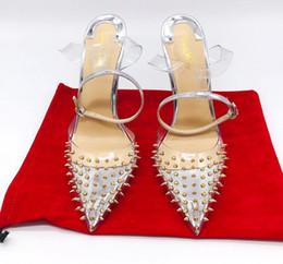 Klare riemenschuhe online-Slingback Frauen Schuhe 2019 Neue Frühling Sommer Sandalen Transparente Fersen PVC Nieten Hochzeit Schuhe Clear Strap Heels Pumpen