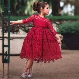 красные белые платья для младенцев Скидка Новый Белый Красный Кружева Платье Девочки Мода Новорожденных Девочек Платья День Рождения Платье 3 Цвета День Рождения Принцесса Платье
