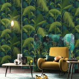 Зеленые листья онлайн-Southeast Asian wind coconut leaves wallpaper green plants living room sofa TV background wall home decor bedroom wallpaper roll