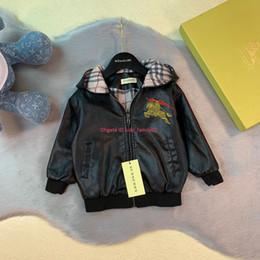 2019 куртки для мальчиков мальчиков Детская куртка детская дизайнерская одежда кожаная куртка с капюшоном для мальчиков и девочек мода новая осенняя куртка ПУ дешево куртки для мальчиков мальчиков