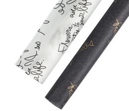 Черная подарочная бумага онлайн-Упаковочная бумага цветы оберточная бумага свадьба день рождения букет упаковочные материалы подарочная упаковочная бумага черный и белый