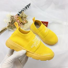 Calcetines zapatos bebés online-The North face 2019 Fashion Baby Kids Shoes Calcetines del norte Niños enfrentan Slip-On Casual Flats Zapatillas de deporte Speed Trainer Boy Girl High-Top Zapatos para correr