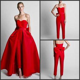 abiti da sera rossi senza spalline Sconti 2019 New Red Jumpsuit Celebrity Abiti da sera con gonna staccabile Sweetheart senza spalline Satin Guest Dress Prom abiti del partito