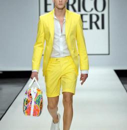 pantalons jaunes pour hommes à bas prix Promotion Nouveau pas cher été jaune hommes costumes avec un pantalon court 2 pièces (veste + cravate + cravate) de mariage Prom Casual Groom Smokings Blazer