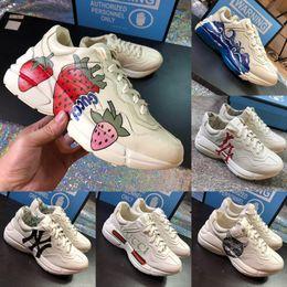 Новые Rhyton Sneaker с Atrawberry Wave Мужская Женская Роскошная Дизайнерская Повседневная Обувь Урожай Класса Люкс Дизайнерская Женская Обувь Папа Кроссовки от