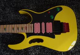 Guitarra elétrica rosa on-line-RARE 24 Frets 77 Amarelo Guitarra Elétrica Pyramid Fretboard Embutimento, Tremolo Floyd Rose, Hardware preto, Rosa Pickups, Lions Garra Tremolo Cavidade