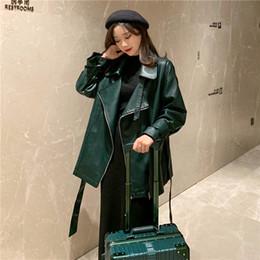 2019 jaqueta de couro cintura Mulheres Cintos de Cintura verde PU Casaco De Couro PUNK Rock Loose Jacket Banda Trajes Desfile de Corrida Harajuku Meninas Lazylang Lolita jaqueta de couro cintura barato