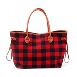 Personnaliser les femmes sac fourre-tout noir et rouge à carreaux flanelle Noël mode sac à main avec poignée en faux cuir et bas # 151667 ? partir de fabricateur