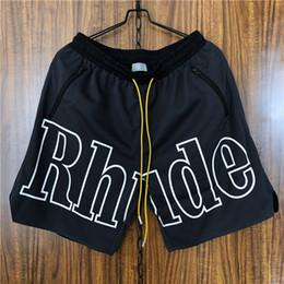 2019 mesh shorts strand Rhude Black Mesh Shorts Hochwertige Sommer Strand Shorts Für Männer Hip Hop Kordelzug Lose Shorts CLI0604 günstig mesh shorts strand