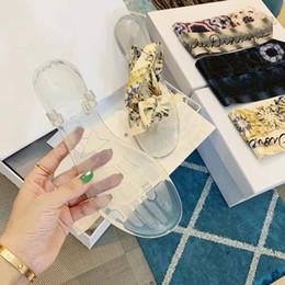 Argentina 2019 Diseñador Azul Rayas blancas Sandalias Denim Zapatillas Slipprs de marca para mujer Verano al aire libre playa chanclas causales bn19050401 cheap denim flat sandals Suministro