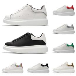 Alexander McQueen Diseñador de marcas de lujo de cuero negro blanco, zapatos casuales 3M reflectantes para mujeres, mujeres, hombres, oro rosa, rojo, moda, cómodas zapatillas planas desde fabricantes