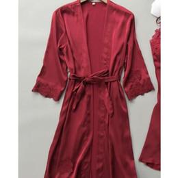 Robes de nuit en soie en Ligne-Robe de mariée sexy pour femmes Robe en dentelle + Robe de nuit Vêtements de nuit Vêtements de sommeil pour femmes Robe en soie synthétique