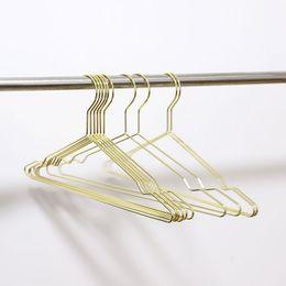 Kupferhaken online-Mehrzweck Elegante Rose Gold Kleiderbügel Draht Kupfer Kleiderbügel Rutschfeste Organizer Kleiderbügel Frei