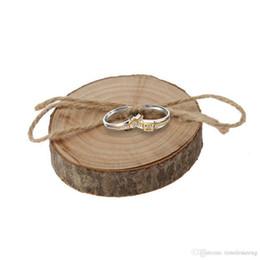 Tronchi di legno online-2 Stili rurale Retro Wedding Tie Anelli corteccia di registro Scheda a mano fidanzamento originale Ecologia Bark anello di legno cuscino di nozze Orname decorativo