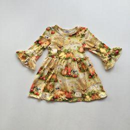 платье из желтой шелковой девочки Скидка новый осень / зима хэллоуин платье новорожденных девочек с длинными рукавами желтый цветочный тыква молоко шелк одежда бутик детская одежда до колен
