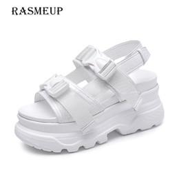 Электронная подошва онлайн-RASMEUP платформа Женские сандалии 2019 мода лето кожаная пряжка женщины толстая подошва пляж сандалии повседневная коренастый женщина обувь