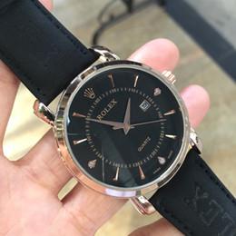 Quartz d'oeil en Ligne-Hot aaa montres de quartz de marque de luxe pour les hommes d'affaires des hommes blanc montre-bracelet de mode trois yeux étanche designer lumineux montre pour les hommes