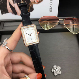 Relojes baratos para niños online-Chico de moda barato. Amigo Fecha linda Dial negro Reloj de cuarzo suizo para mujer Oro rosa Rectangle Dial Correa de cuero Relojes de señora de alta calidad