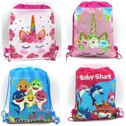 i bambini hanno tessuto i sacchetti del partito Sconti Borse Shark Unicorn Non tessuto Borse coulisse Nuoto Sport all'aria aperta Softback Kid Party Gift Emoji 10 Stili Cartoon Rosa Zaino Regali
