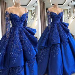 Vestidos de noite mangas de princesa on-line-Royal Blue Satin Quinceanera Princesa Vestidos de Manga Longa Bordado Frisado Em Camadas de Baile Vestido de Trem Da Noite Vestidos de Festa À Noite