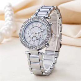 Fecha del reloj del rhinestone online-2019 reloj marca de diamante reloj de diseñador elegante mujer relojes fecha oro pulsera bisel de diamantes de imitación reloj de cuarzo esfera regalo de la muchacha