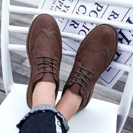 Mulheres tamanho do sapato china on-line-Moda sapatos casuais mens Triplo Vermelho Preto Dark Gray Leather Platform dos homens do desenhista sapatos femininos Designer Sneakers Tamanho 39-44 Made in China
