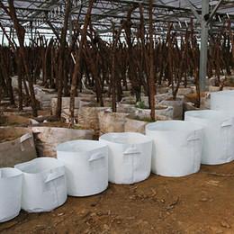 Bolsas de cultivo de árboles online-Ollas crecer Bolsas no tejida Árbol de tela bolsa de crecimiento con plantas contenedor raíz de la manija de la bolsa de plántulas maceta de jardín no tejidas Bolsas 10type GGA2108
