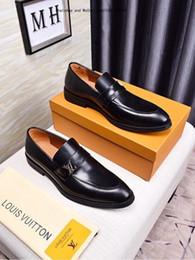 2019 sandalias de vestir plateadas tacón de cuña 2019 Diseñador de cuero genuino zapatos de vestir de la marca del banquete de boda de los hombres mocasines de moda pisos de negocios Oxfords Chaussure Homme Tamaño 0310