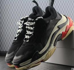 scarpe da tennis di marca degli uomini Sconti 2019 Fashion brand Paris 17FW Sneaker Triple-S Casual Luxury Scarpe da papà per uomo Donna Beige Nero Sport Tennis Running Shoes size36--45