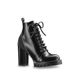 2020 stivaletti di caviglia in pelle nera Designer Shoes Womens Star Trail Stivaletti in pelle Fashion High Stivaletti neri in pelle con lacci a cuore Suola in gomma Luxury Martin Boots stivaletti di caviglia in pelle nera economici