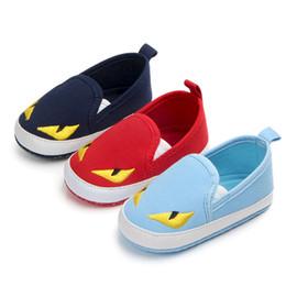 Niños zapatos de lona de dibujos animados online-Zapatos para niños Venta caliente Estilo de personaje de dibujos animados Niños pequeños Zapatos de lona para bebés Mocasines para bebés Parte inferior suave Primeros caminantes Bebe antirresbaladizos