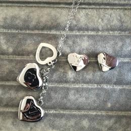 Jóia da letra m on-line-Fábrica de alta qualidade por atacado famosa marca de aço De Titânio de luxo conjunto de jóias de casamento Mulheres Charme carta de amor do coração A B C M brincos colar