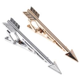 Squisiti legami di nozze online-2 pezzi / set di uomini unici di lusso fermacravatta freccia forma tinta unita squisita in acciaio inox cravatta da sposa cravatta gioielli