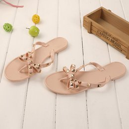 bow jelly wholesale Promo Codes - Dropshipping Women's Shoes 2019 Summer New Sandals Flat with Bow Rivets Slippers Flip-flops Slippers Garden Jelly Beach Sandals