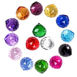 Cristales de color arcoiris online-30mm Bola de cristal de colores Prisma Suncatcher crystal Rainbow Colgantes Fabricante Cristales colgantes Prismas para Windows para regalo