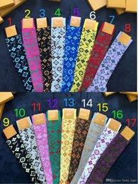 17 medias de colores de primavera calcetines de moda para mujer niña con caja de calcetines deportivos calcetines de seda dorados desde fabricantes