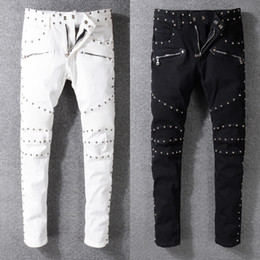 Club jeans männer online-High Street Mode für Männer Jeans Slim Fit-Niet-Dekoration Punk Jeans Men Spliced Cargo Pants Nachtclub Biker homme