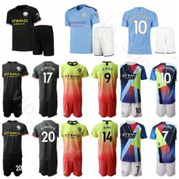 Kit jersey 17 on-line-2019 2020 Manchester Futebol Da Cidade 7 Raheem Sterling Jersey Conjunto 17 Kevin De Bruyne 19 Leroy Sane 14 Aymeric Laporte Kits De Camisa De Futebol