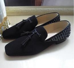 New Black Suede Lackleder Business Kleid Schuhe Designer Brand Men Spiked Quaste Loafers Hochzeit Schuhe Red Bottom Oxfords 40 47