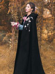 Ropa tradicional china mejorada bordado fino con capucha largo manto negro capa manto otoño e invierno desde fabricantes