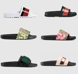 zapatillas japonesas hombres Rebajas Las mujeres de lujo de los hombres de las sandalias zapatos de diseño de la perla de la serpiente zapatillas de diapositivas de impresión de lujo del verano plano ancho sandalias del deslizador con la caja Bolsa para polvo 35-46