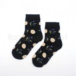 Canada 6styles Friut motif chaussettes imprimées chaussettes art peinture tricoté sport cheville chaussette femmes fille ananas citron chaussettes supplier art pineapple Offre