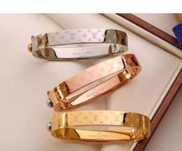 bracciali in acciaio del braccialetto di modo dell'oro di marca braccialetto per le donne migliore qualità d'acciaio d'argento con il sacchetto di marca da fascino dello snap di pasqua fornitori