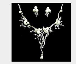 2019 blumenkette ohrringe braut Koreanische Version modische kurze Blume Perle Anzug Kette Kleid Zubehör Braut Hochzeit Halskette Ohrring Anzug rabatt blumenkette ohrringe braut