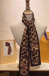 Écharpe femme léopard en Ligne-19SS nouvel été gros-haut Top Qualtiy taille 120 * 7 CM foulards en soie motif léopard imprimé femmes cadeau foulards