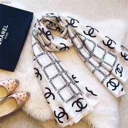 2019 sciarpa blu fringe Nuove sciarpe lunghe di estate Formato 180x90cm Sciarpa di seta Donne Lettere di moda Stripe Primavera Elegante e bello Scialle