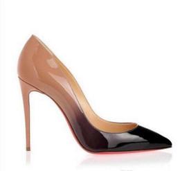 dos zapatos de vestir Rebajas 2019 Moda Punta estrecha Tacones altos Diseñador Dos colores Zapatos inferiores rojos Sexy Boca baja Suela Zapatos de vestir de boda de las mujeres de tacón alto # 9005