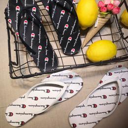 2019 zapatillas unisex zapatos Mujeres Hombres Carta Sandalias de Verano Unisex Zapatillas Chanclas Deslizarse en la moda Sandalias Playa Agua Mulas Zapatos AAA2230 zapatillas unisex zapatos baratos