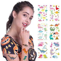 Pegatinas de dinosaurios de dibujos animados online-Colorido Jurásico Dinosaurio Niños Tatuaje Pegatinas Cuerpo Arte de la Cara Tatuaje Temporal de Dibujos Animados Niños Manos Flash Tatuaje Regalo